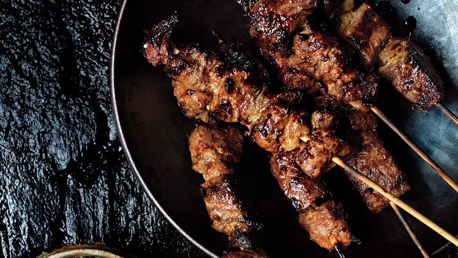 steak-skewers-with-scallion-dipping-sauce